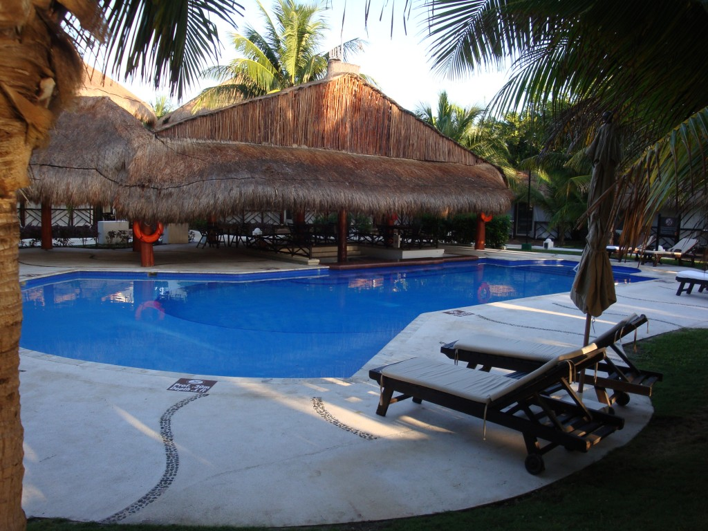Casitas Swim Up Bar/Pool